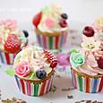 ベリーとミニ薔薇のカップケーキ