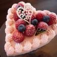 ピンクハートの苺ケーキ