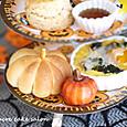 ハロウィンのアフタヌーンティー(パンプキンパン、秋野菜のキッシュカレー風味)